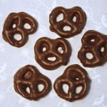 chocolate-dipped-pretzels