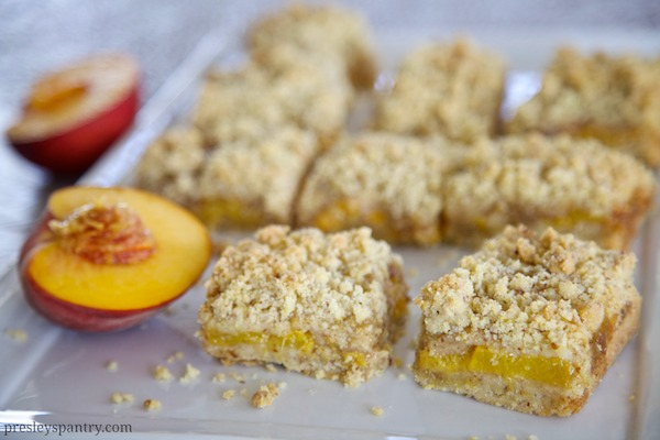 Fresh peach crumble bars made with maseca #masecanosgusta