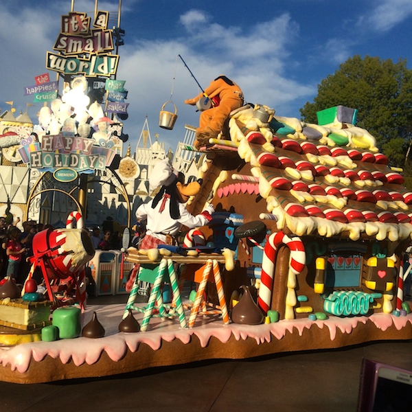 goofy and pluto mobile gingerbread house. A christmas fantasy parade 2014