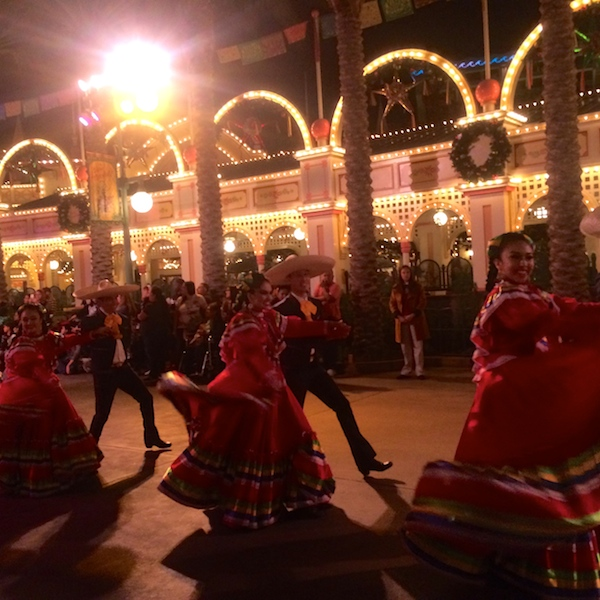 Disney Viva Navidad 2014 parade is the highlight of the Christmas season