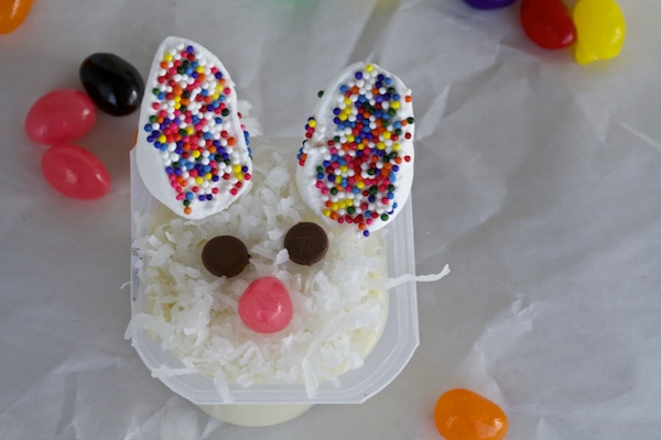 A snack pack in vanilla flavor, decorated like a bunny.