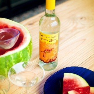 [ yellow tail ] Sangria Blanco Lifestyle Photo