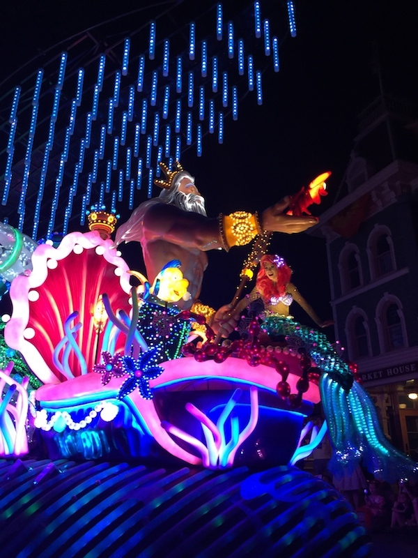 The little mermaid float at Disneyland's Pain the night parade.