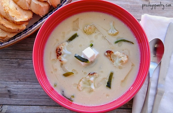 This delicious cream of cauliflower soup or soap de coliflor is made with Cacique's Crema Salvadoreña and cauliflower.