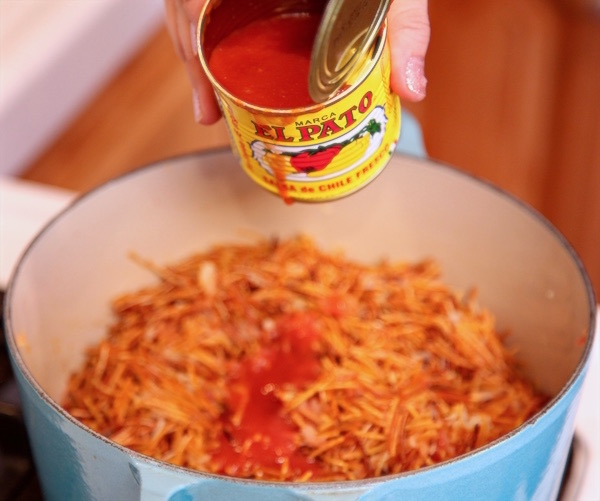 Add el pato to Barilla fideo for a spicy sopa