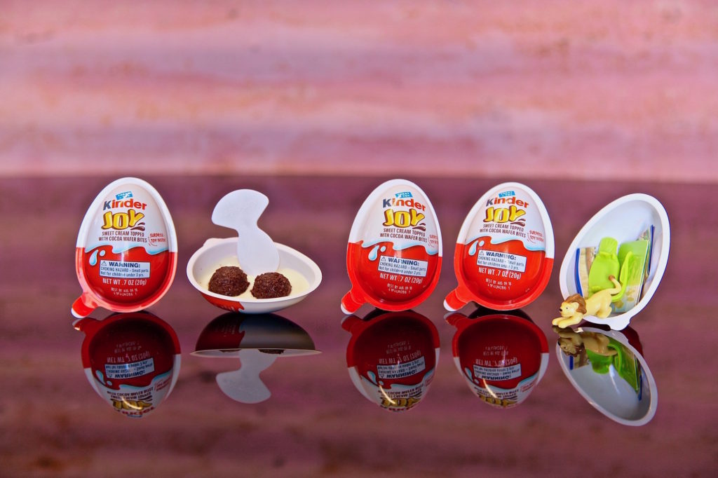 Kinder Joy™ is a treat like no other with two separate sealed halves – a treat side made of two creamy layers and a second half containing an exciting mystery toy!