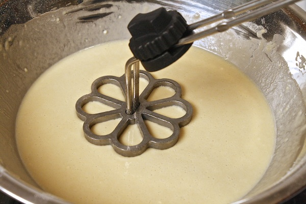 Rosette-in-bunuelo-batter