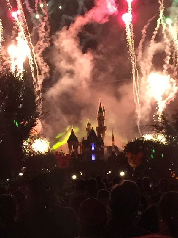 Halloween-screams-fireworks