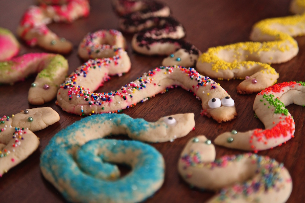 These snake cookies are inspired by Raiders of the lost ark.