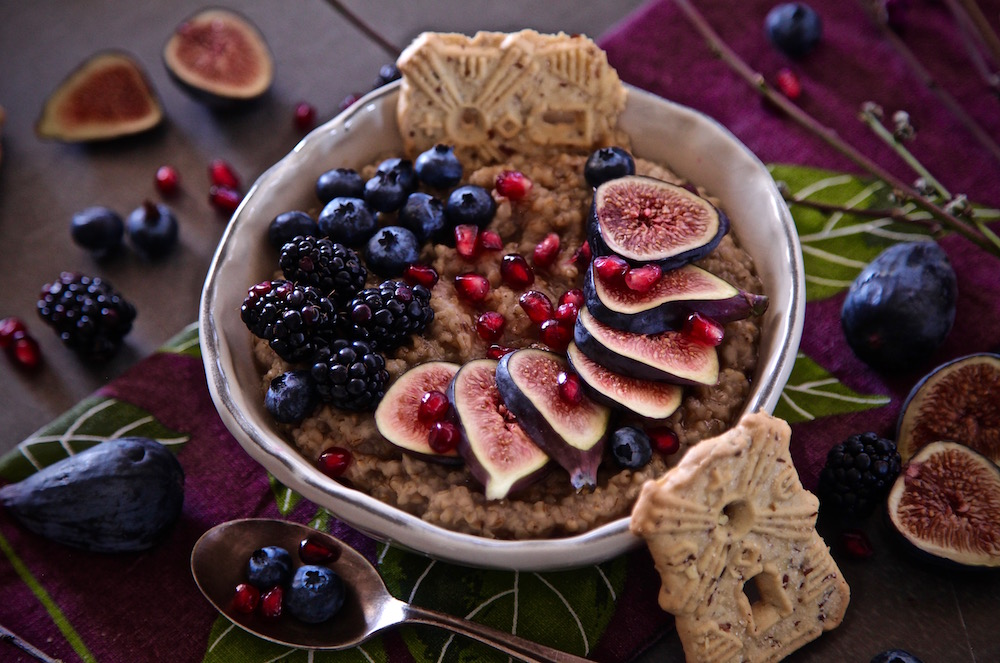 Avena con fruta y galletas