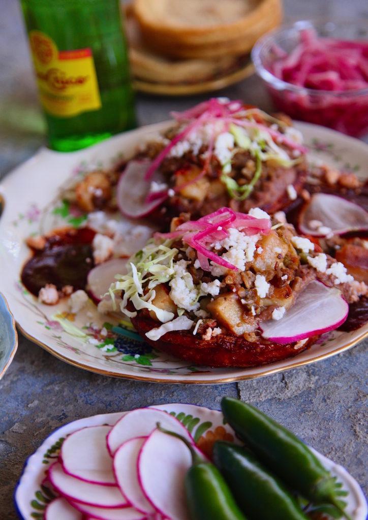 Picadillo-Sopes-En-Salsa-Roja